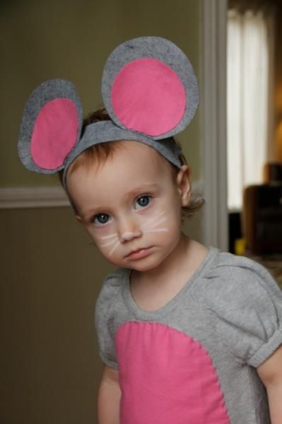 mouse costume - headband with felt ears attached, gray sweat shirt/pants, long tail pinned on back,
