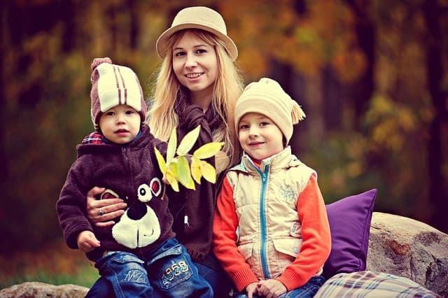 عبارات عن اولادي اقوال وكلمات عن الأطفال والأولاد عربية انفو Cold Winter Winters Children Images