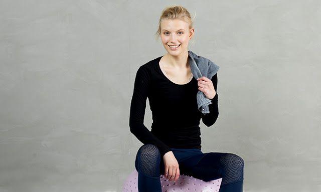 DIY/Υγεία: Μείνετε σε φόρμα με 9 ασκήσεις που μπορείτε να κάνετε όπου βρεθείτε   DIY/Υγεία: Μείνετε σε φόρμα με 9 ασκήσεις που μπορείτε να κάνετε όπου βρεθείτε  Yoga- Η στάση του σκύλου  Στοχεύει: ώμους χέρια πλάτη και κορμό  Όσοι κάνετε yoga την γνωρίζετε ήδη. Για να το επιτύχετε γονατίστε και ακουμπήστε τα χέρα σας στο πάτωμα. Σηκώστε τα γόνατά σας και ισιώστε τα πόδια σας σπρώχνοντας τους μηρούς προς τα πίσω και πιέζοντας τις φτέρνες προς το πάτωμα. Πιεστέ τα χέρια και τα πόδια σας στο…