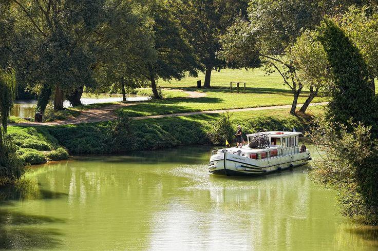 Navigation sur la Baïse (Gers) - Par CRT Midi-Pyrénées / Dominique VIET #TourismeMidiPy #MidiPyrenees #France #Gers #Fluvial #croisiere #boating #river