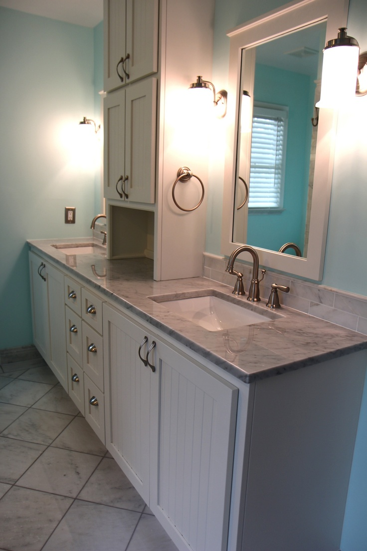 1000 images about white carrara marble bathroom on pinterest what 39 s the storage and brushed for White carrara marble bathroom