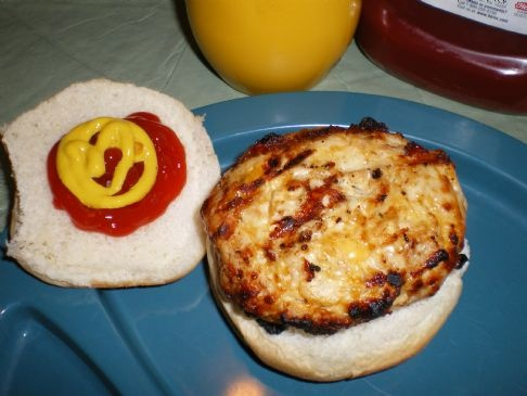 Ranch Cheddar Turkey Burgers       1 lb lean ground turkey   1 (1 ounce) envelope dry ranch dressing mix   1 cup shredded cheddar cheese (low fat)  1/4 cup chopped green onion     Mix ingredients together. Form patties and grill or fry as usual.
