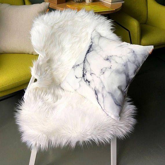 Retrouvez cet article dans ma boutique Etsy https://www.etsy.com/fr/listing/541661368/soft-faux-sheepskin-chair-cover-seat-pad