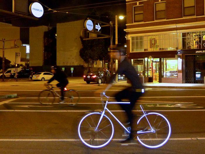 Leuchtendes Rennrad Lumen: Bei Nacht reflektiert der ganze Rahmen