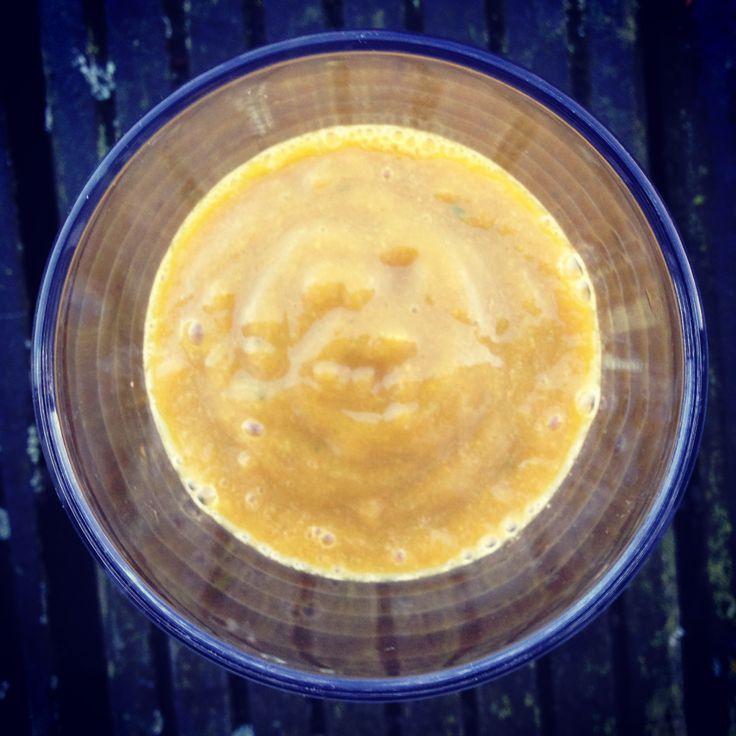 November Sun Smoothie: mango, endive, carrots, orange, turmeric, ginger, cinamon, lemon