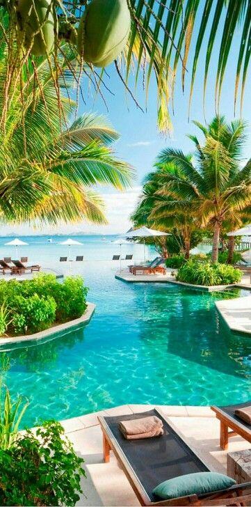 The Horizon Edge pool at Likuliku Lagoon Resort on Mamanuca archipelago, island of Malolo, Fiji • photo: Likuliku Lagoon Resort on TravelOnline