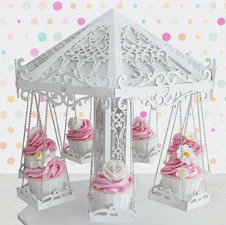 Stand para Cupcakes Carrusel  Stand de madera realizado artesanalmente con unos detalles increíbles simulando un precioso Carrusel. Ideal para adornar mesas dulces, cumpleaños, bodas. Contiene 7 asientos para Cupcakes o dulces.  Medidas: 35 cm de diámetro por 38 cm de alto aproximadamente.