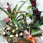 Cestas con plantas, cava, bombones y rosas para enamorar