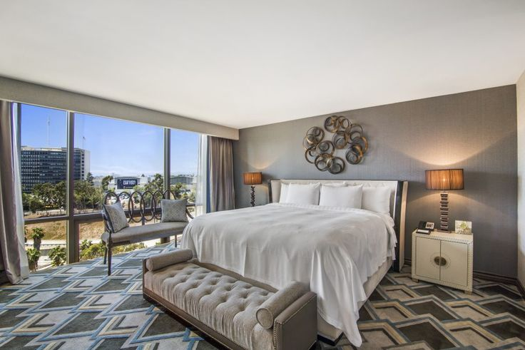 Hotels in LA. Treat yourself to a spacious room with a glorious view! #la #losangeles #ravel #traveling #sleep #hotel #lahotels #hotelsinla
