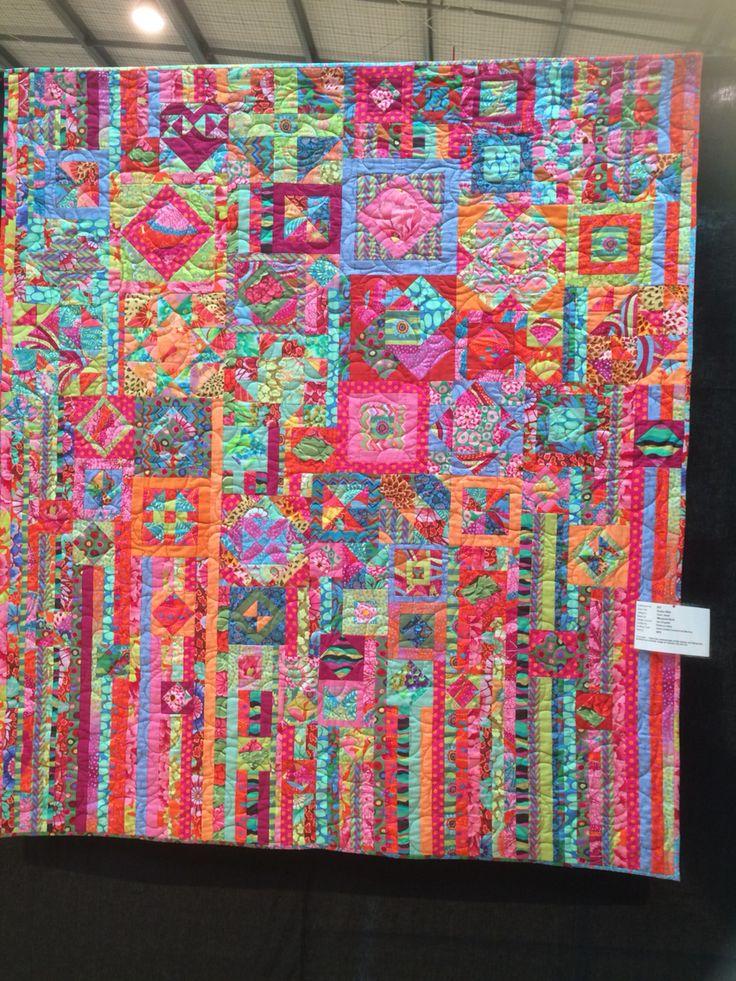 Gypsy Wide by Margaret Reid quilted by Rebecca Owen Design Source Jen Kingwell