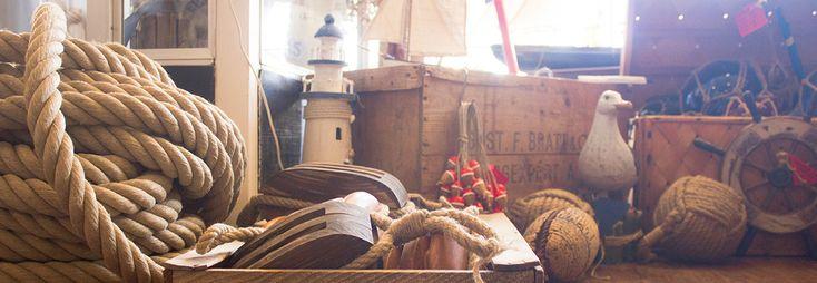 Sjöbutiken - en maritim inredningsbutik med allt som berör sjö och hav, så som modellbåtar, fyrar, lanternor, klockor och allt annat för…