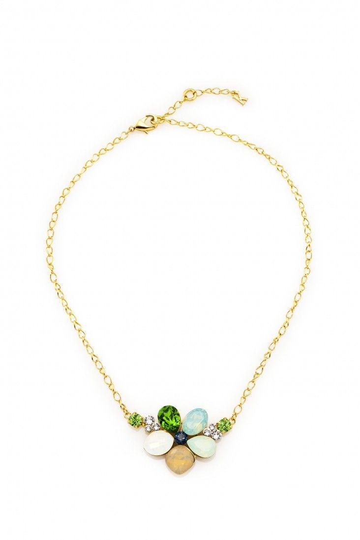 Urokliwy naszyjnik pozłacany 24-karatowym złotem i ozdabiany kryształami Swarovski Crystals tworzącymi kształt kwiatu, w delikatnych odcieniach zieleni i miodu.