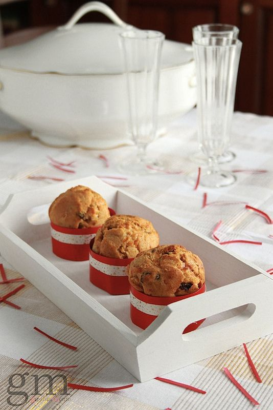 Panettoncini al Montasio - http://gustosamente.blogspot.it/2013/12/panettoncini-e-muffins-salati-per-natale.html #christmas #food #recipe