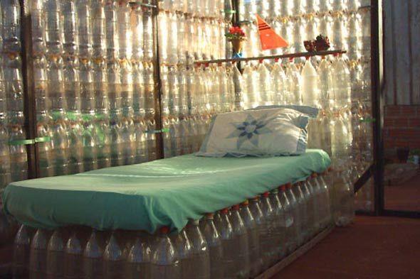 plastic bottle bedPlastic Bottles, House Design, Beds, Pets House, Santa Cruz, Sodas Bottle, Bottles, Pale Pink Bed, Recycle Bottle