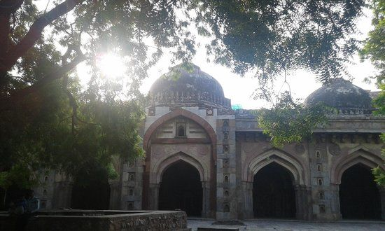Moth Ki Masjid (1505) by Wazir Miya Bhoiya, Prime Minister during the reign of Sikander Lodi of the Lodi dynasty. Now in South ex part 2