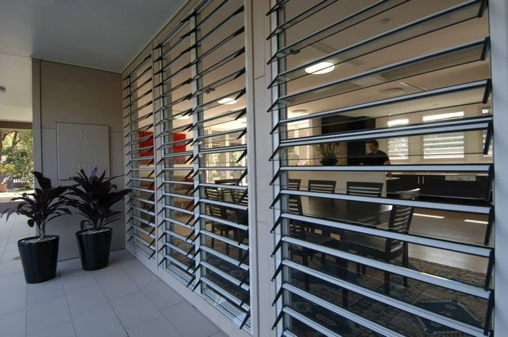 Adjustable Aluminum Glass Louvered windows With Removable Screen / Safe Jalousie louvre windows For Residential Projects