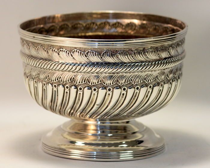 Catawiki online auction house: Antique Victorian solid sterling silver bowl, Birmingham 1897, Eustace G Parker