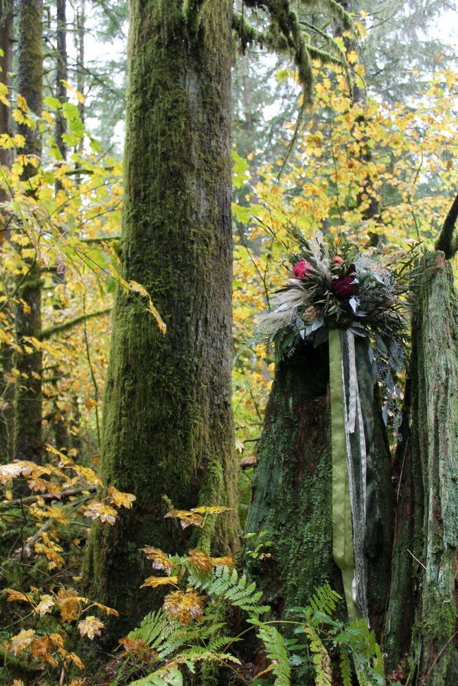 Dreamy woodland bridal bouquet for a Redwoods wedding designed by Westerwisp. #woodland #woodlandwedding #woodlandbride #bridalbouquet #seattle #pacificnorthwest #alternativebride #driedflowers #westerwisp
