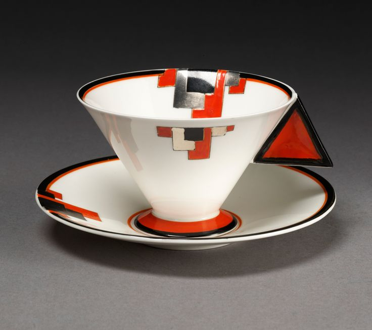 Shelley Vogue Red Blocks Cup and Saucer, Eric Slater, 1930-1931   Art Deco - Victoria and Albert Museum #artdeco #eric_slater