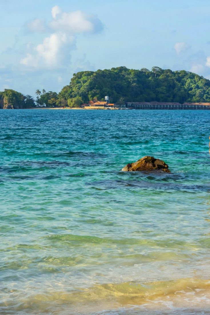 Pulau Kapas (Kapas Island) is a hidden gem, a quiet tropical paradise in the east coast of Malaysia. Beautiful beaches, relaxing and not crowded. A great alternative to the famous Perhentian islands.