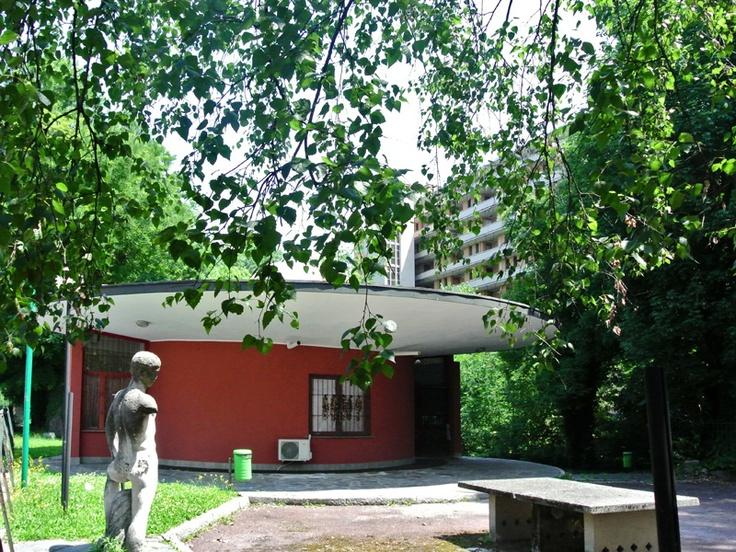 Il padiglione in via Pogatschnig (1951) al QT8 di Piero Bottoni. #Bottoni, #QT8…
