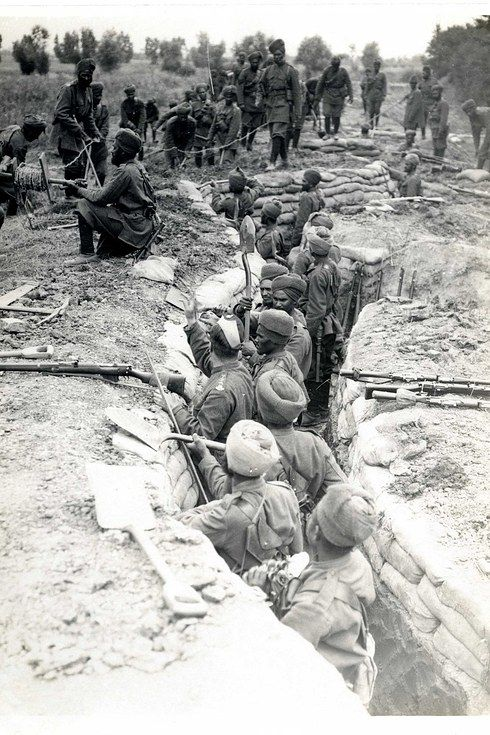 Indian soldiers digging trenches, 1915
