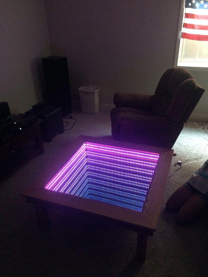 Cette Table Basse Vous Fait Plonger Dans L Infini Sympa Non Voici Comment La Fabriquer En 2020 Table Basse Lumineuse Table Basse Table Basse Led