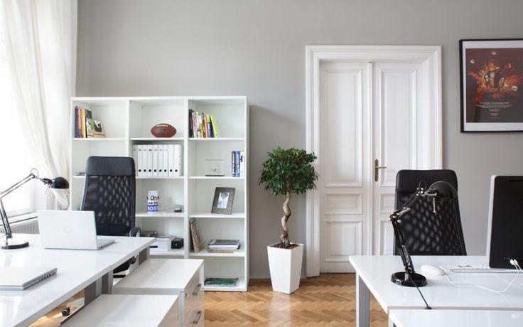 Офис в чёрно-белом цвете