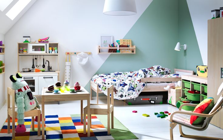A DUKTIG play kitchen and LÄTT table and chairs are perfect for inspiring robot tea parties in a green and white children's bedroom and the SNIGLAR bed in beech is ideal for tired chefs.