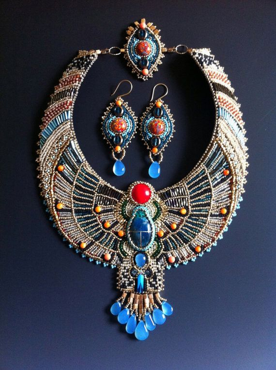Egyptian Scarab Necklace and Earring Set di LuxVivensFashion