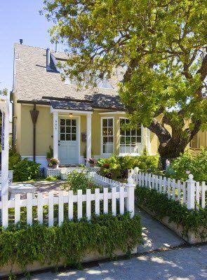 I so love this little yellow beach house :)    beachbungalow8: Allison's beach house goodbye