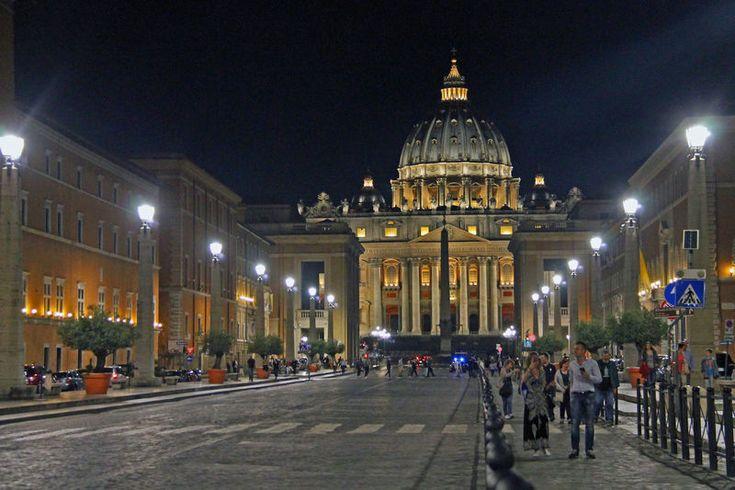 Watykan - wieczorny widok na Bazylikę św. Piotra