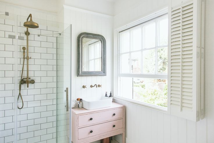 How Rebecca (rvk_loves) approached her bathroom renovation, using Farrow and Ball paint, high street picks, Ebay bargains and vintage finds.
