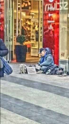 Tiggare med sina två hundar