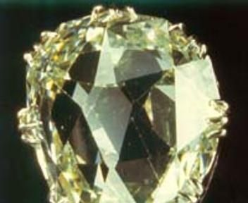 The Sancy - Bianco, 55,23 carati, a forma di pera, oggi è al Louvre