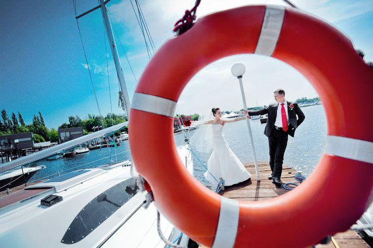 свадьба, свадебная фотография, свадебный фотограф, яхт-клуб, жених, невеста, синий, красный