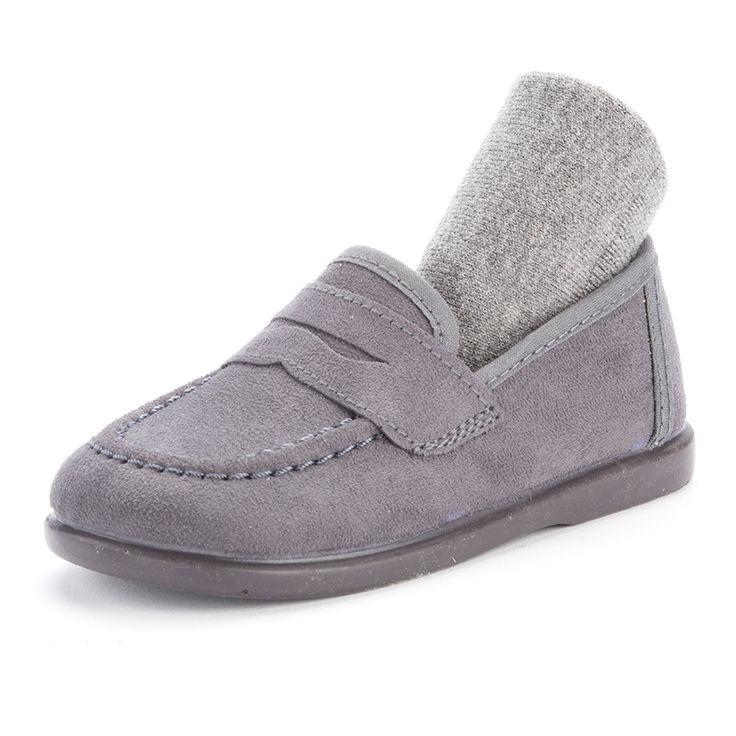 Combinación de de mocasín y calcetín gris de Pisamonas.
