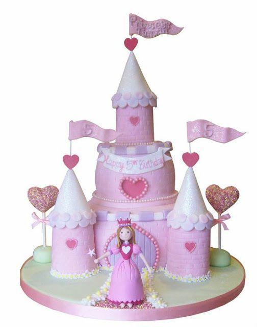 As meninas, seja qual for a idade, adoram fantasiar que são umas lindas princesas, o mundo das fadas e dos príncipes é um mundo fantástico e de fantasia. A