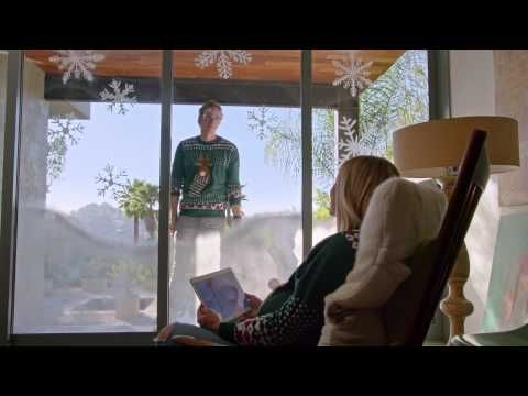 Mooie Kerst-commercials in 2014 | Grappig: Samsung – Kristen & Dax: Home for the Holidays. Matching Christmas jumpers!