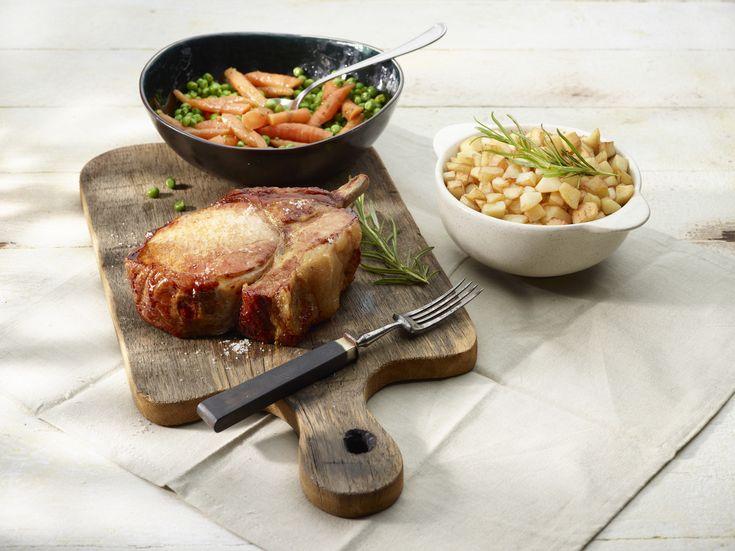 Recept gewokte aardappelblokjes met gebakken varkensrib, erwten en wortelen