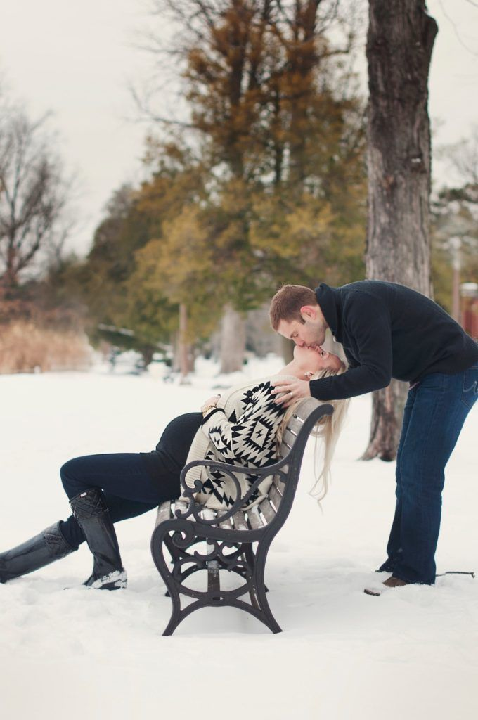 winter maternity session, winter maternity photos, outdoor, snow, maternity