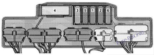 Relay Control Module  Chrysler Crossfire  2004