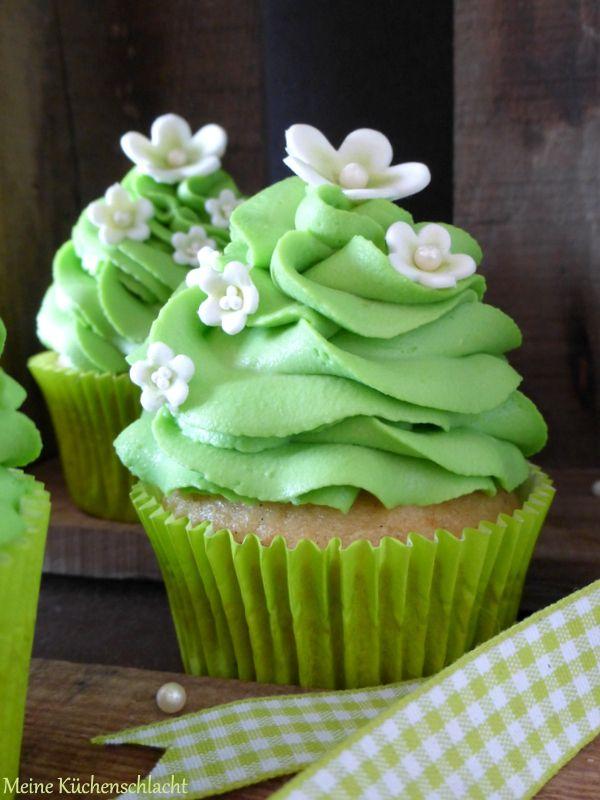 Meine Küchenschlacht: Double Vanilla Cupcakes mit Waldmeister Topping