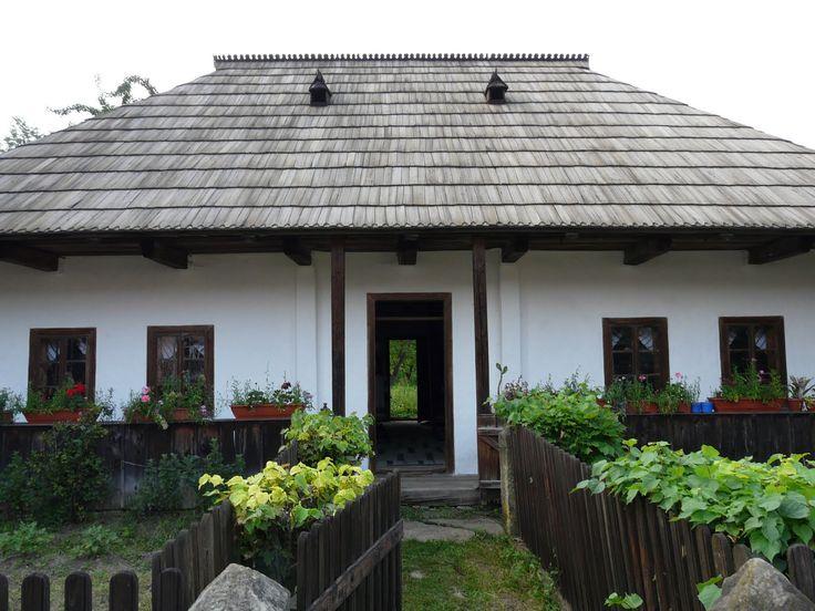 Casa şi acareturile bucovinene- tradiţii româneşti