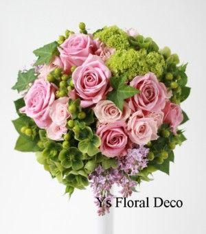 グリーンとピンクのラウンドブーケ ボルドーのドレスに @シェラトン都ホテル ys floral deco