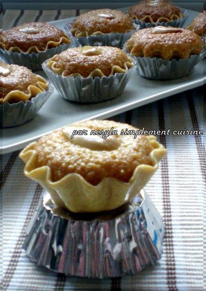 Salam alikoum/ Bonjour Comme leur appellation l'indique, ces petits gâteaux sont une spécialité du centre Algérien. &Les dziriettes& veut dire Algéroises. C'est l'une des plus fine pâtisserie Algérienne, à base de pâte et d'amande, elle est surtout préparée...