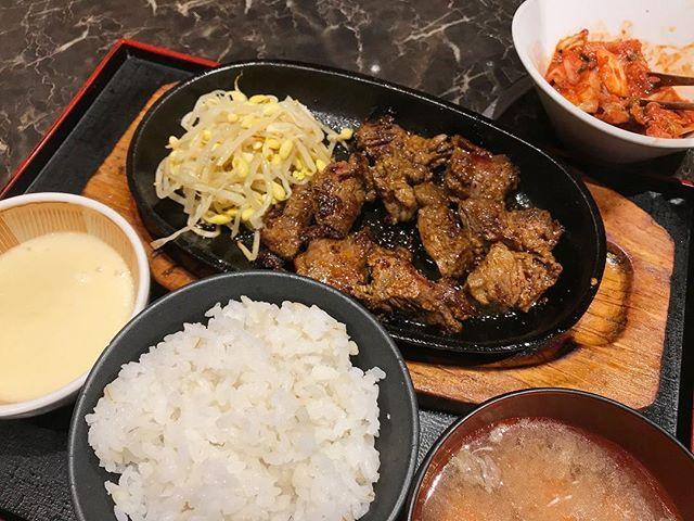 炭やき屋 牛肩ロースステーキ定食 * * * #炭やき屋 #牛肩ロース #肉 #定食 #とろろ #とろろごはん #beef #ステーキ #steak #korean #roppongi #nishiazabu #lunch #西麻布 #六本木 #青山原宿ランチ #ご飯食べ放題 #キムチ食べ放題 #ランチの幸せ  #ここに来るといつもお腹いっぱいになって眠くなる