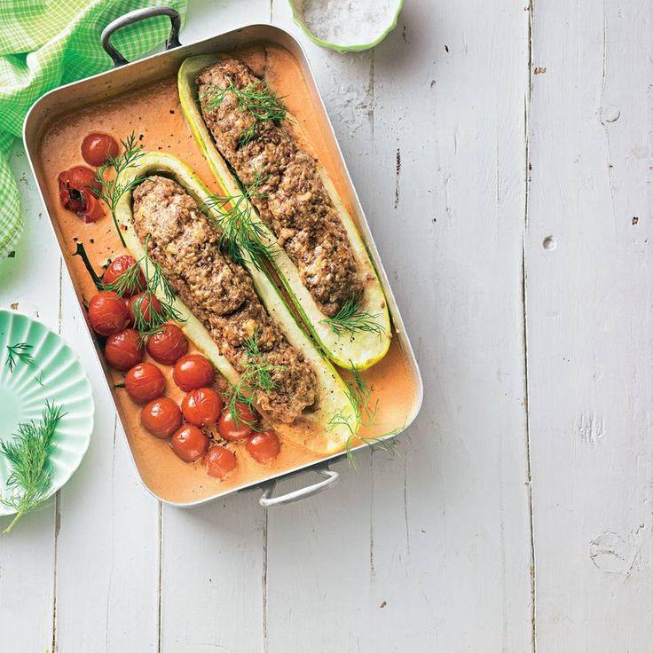 """Gefüllte Schmorgurke - """"Die Schmorgurken werden mit Bio-Hackfleisch gefüllt und dann im Ofen gebacken. Frische Rispentomaten unterstützen das mediterrane Aroma dieses Gerichts."""""""