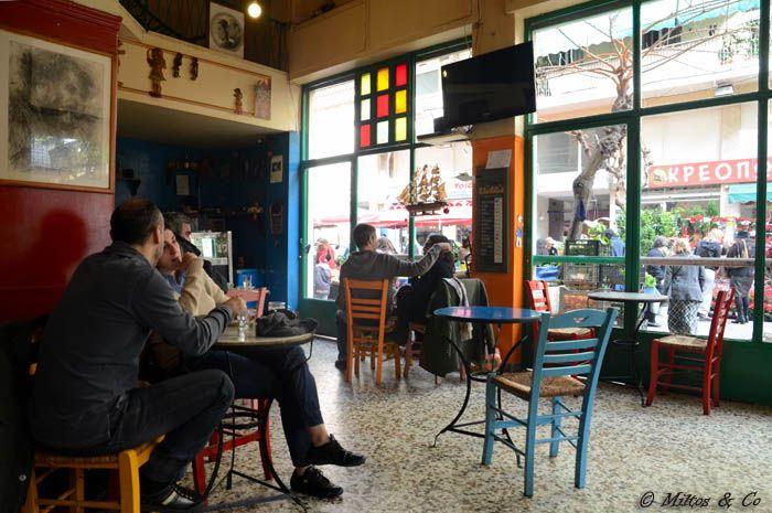 2. «Μουριά», Εξάρχεια – Από τα πρώτα και πιο παραδοσιακά καφενεία της Αθήνας που από παράγκα του Β' Παγκοσμίου Πολέμου έγινε από τα πιο ονομαστά καφενεία.