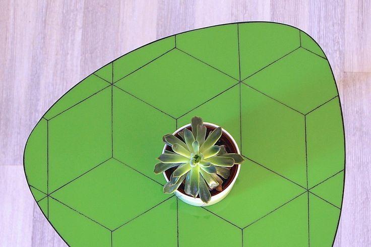 Table basse verte en verre - géométrique - Inspiration Vasarely